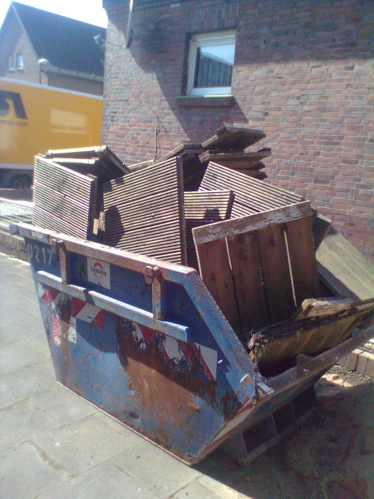 2m³ Container sind für Altholz meistens nicht geeignet
