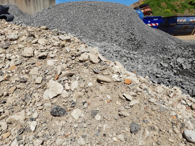 Recyclingmaterial für den Unterbau von Einfahrten...